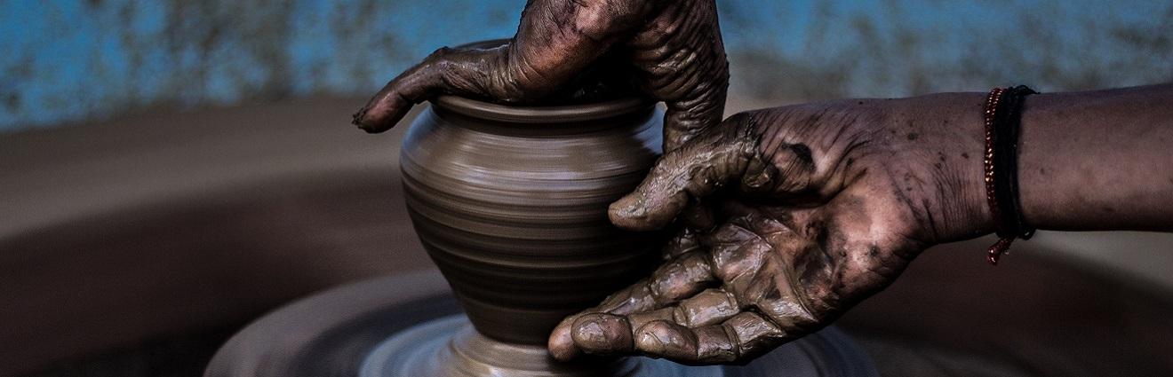 """""""De las manos y del barro"""": Ceramistas de Paraguay: Julia Isídrez y Ediltrudis Noguera"""