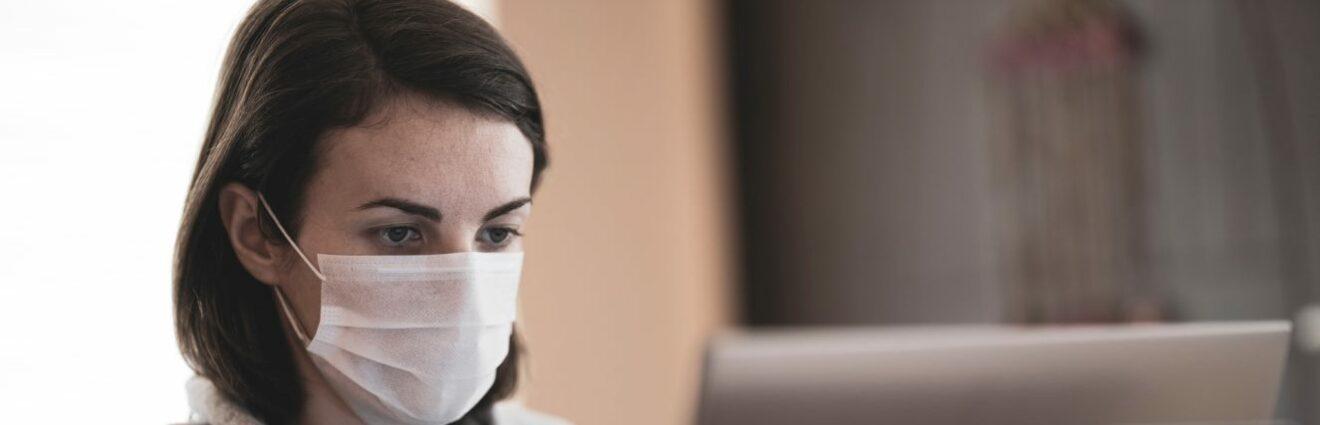 Cómo interfiere el uso de la mascarilla en la voz y la comunicación de los docentes